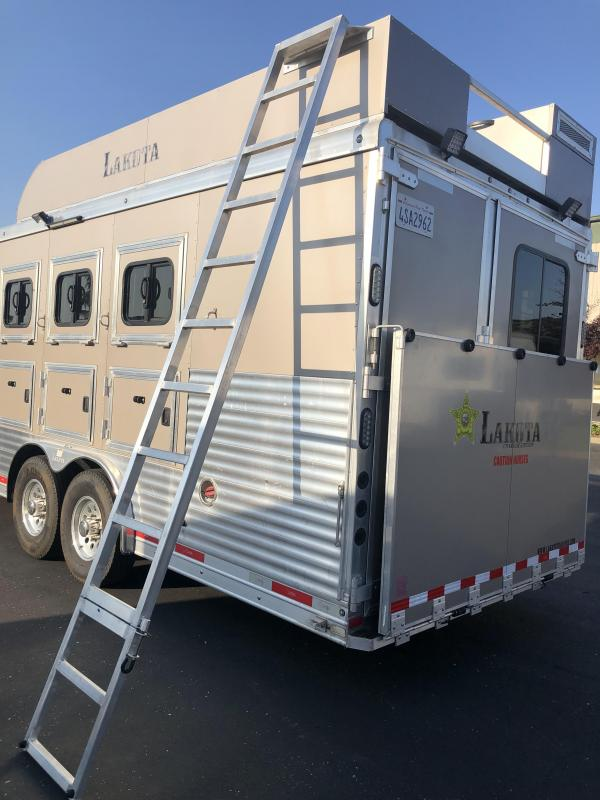 2016 Lakota 4H CHARGER 8411 Horse Trailer