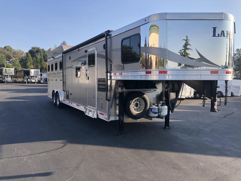 2016 Lakota 4H CHARGER 8411 Horse Trailer