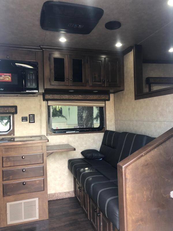 2019 Sundowner 2-Horse Horizon 8009 Model Living Quarters