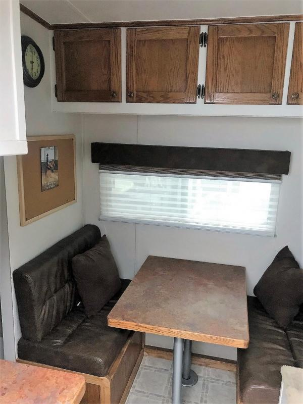 "2004 Titan Renegade Model 3-Horse Living Quarters 7'3"" Horse Trailer"