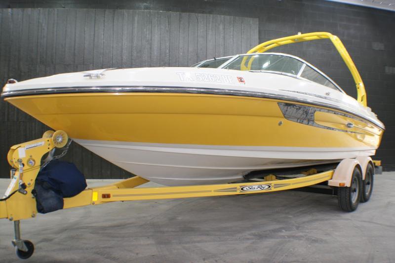 2009 SEA RAY 205