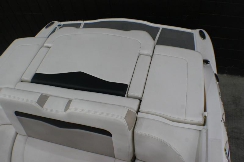 2015 Chaparral 226 SSI Deluxe