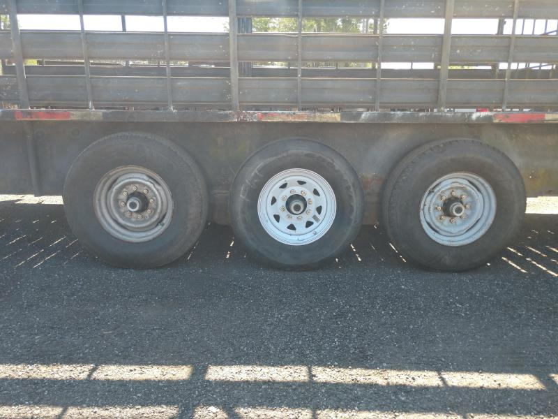 1999 Other 32 Triple Axle Stock Horse Trailer