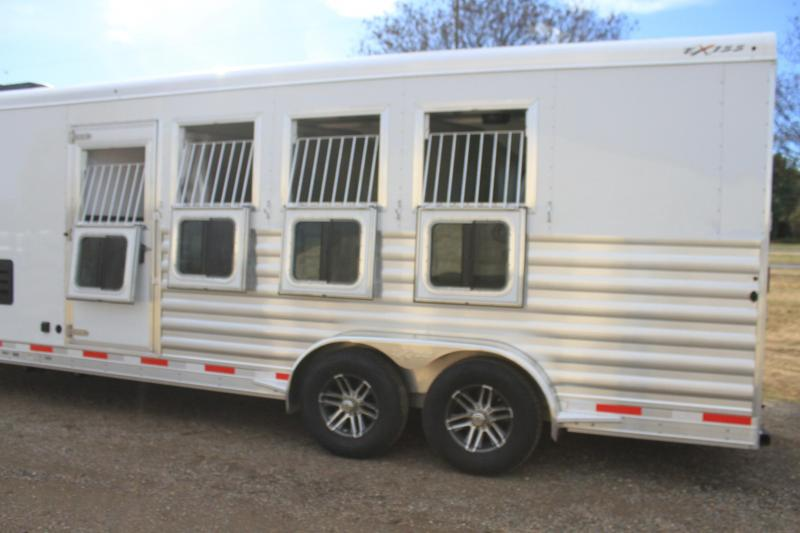 2020  Exiss 4 Horse with 10.6ft Shortwall with Hydraulic Jack
