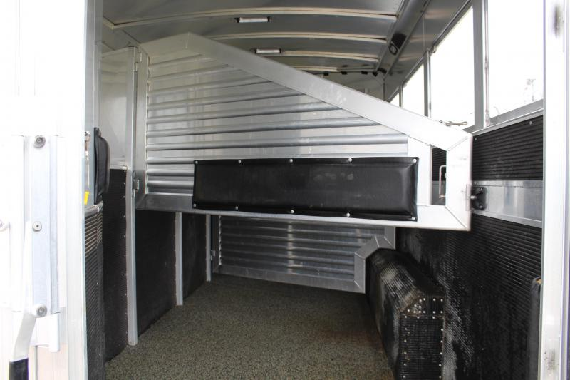 2011 Elite Trailers 4 Horse 12.8ft Living Quarter with Generator Horse Trailer