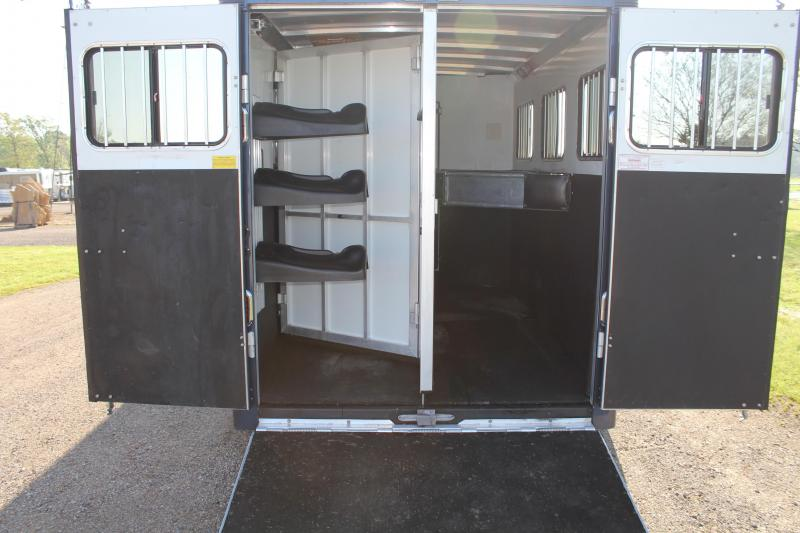 2006 Sundowner Trailers 3 Horse with 6ft Tack Room and Rear Ramp Horse Trailer