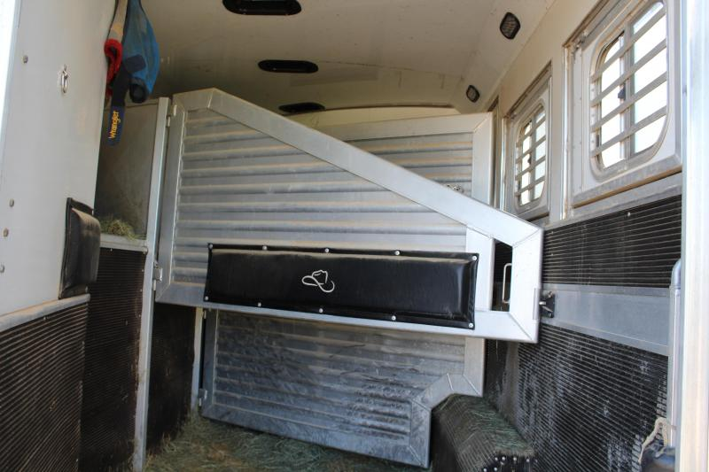 2011 Elite Trailers 3 Horse 16ft Shortwall with Slide Out Horse Trailer