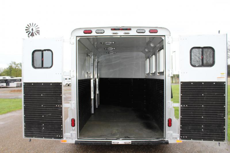 2018 Trailers USA Inc. 3 Horse Goosneck with Electric Jack Horse Trailer
