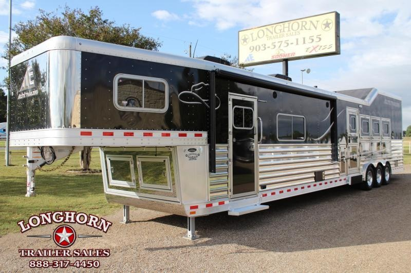 2016 Elite  4 Horse 20ft Living Quarter with Slide Out