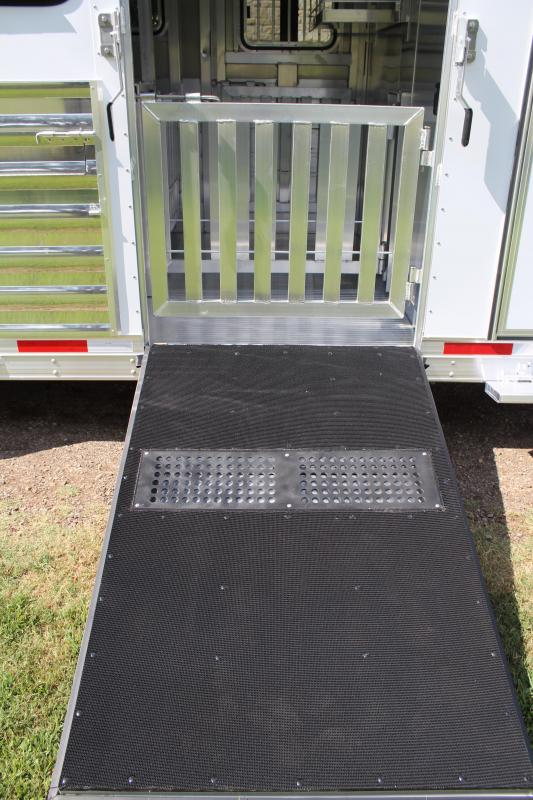 2020 Exiss 20ft Low Pro with 8 Pen System and Side Ramp