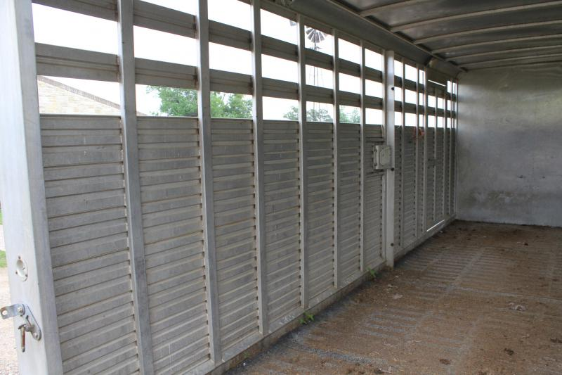 1999 Sooner 24ft Stock Combo with 4ft Tack Room