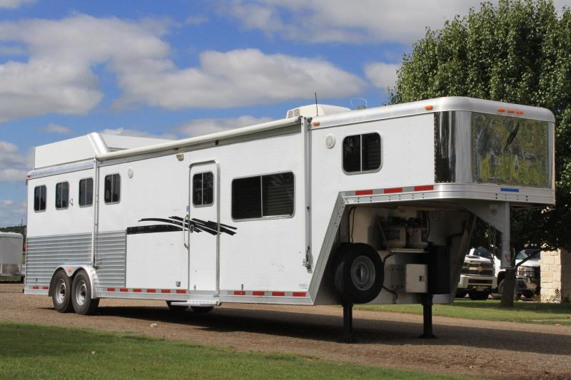 2004 Featherlite 4 Horse 13ft LQ with Mangers