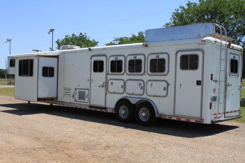 2000 Sooner 4 Horse 14' Lq / Slide out / Mid-Tack