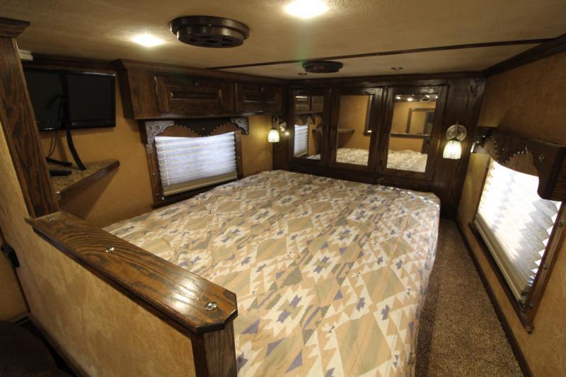 2015 Sooner 3 Horse 12ft Living Quarter with Generator Horse Trailer