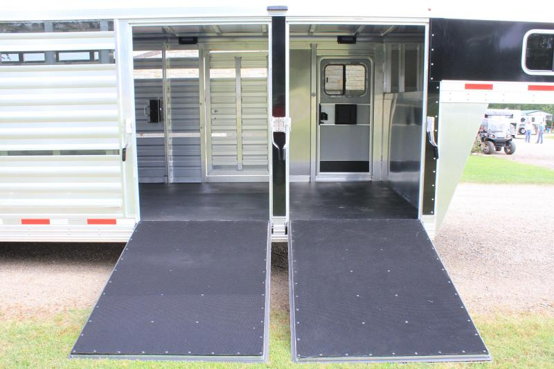 2020 Exiss 25' Stock Combo w/ Two side Ramps