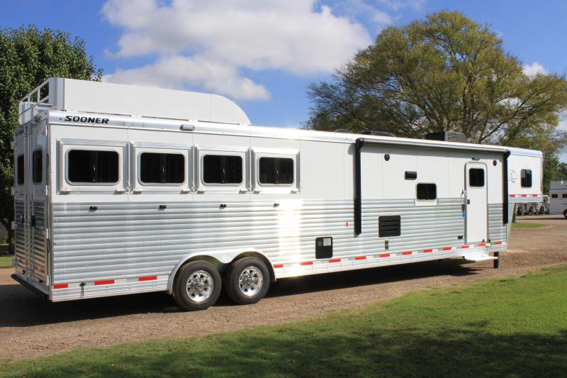 2019 Sooner 4 Horse 16ft LQ with Slide Out and Generator
