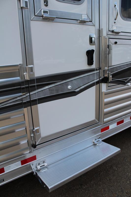 2020 Elite Trailers 4 Horse 13.8ft Shortwall Side Load Horse Trailer