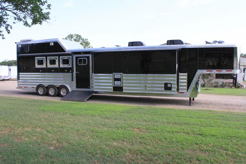 2016 Featherlite 4 Horse 18ft Reverse Load with 12ft Slide Out