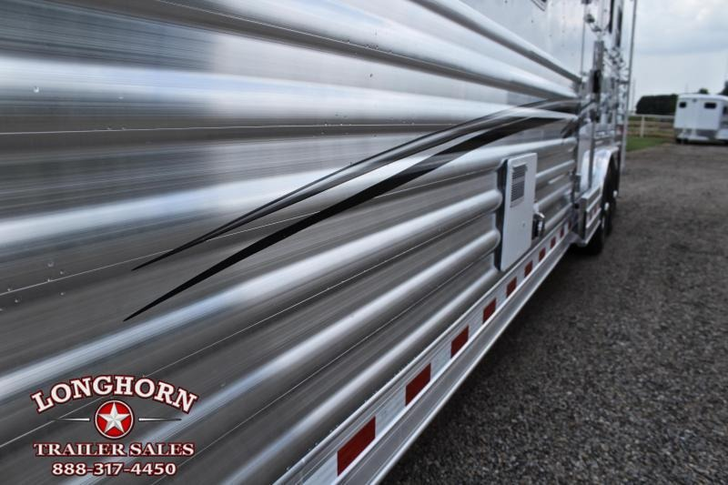 2020 Elite Trailers 3 Horse 12.8ft Shortwall wiith Generator Horse Trailer