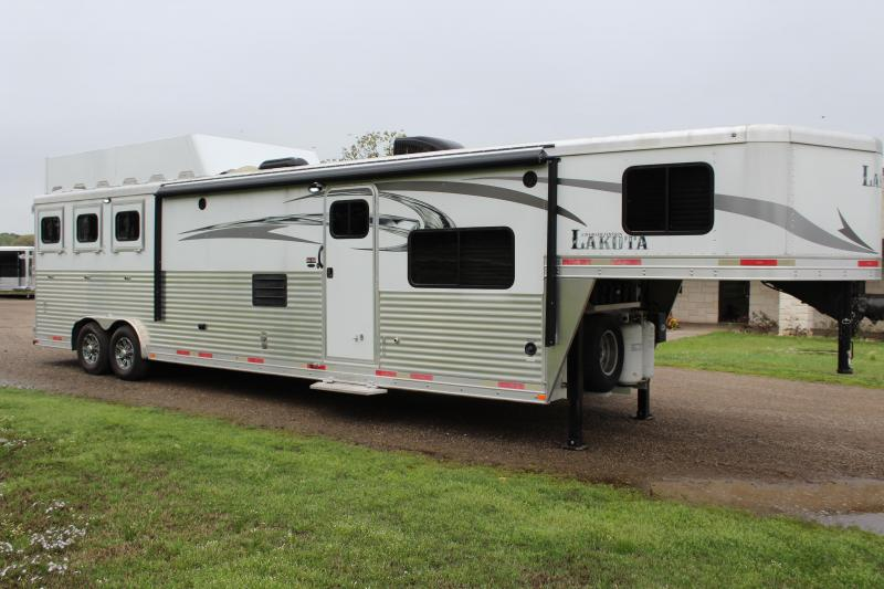 2017 Lakota 3 Horse 15ft Living Quarter with Slide and Gen. Horse Trailer