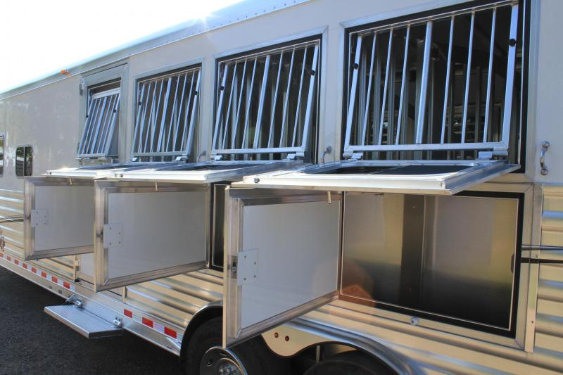 2020 Elite 4 Horse 12.8ft Shortwall with Generator