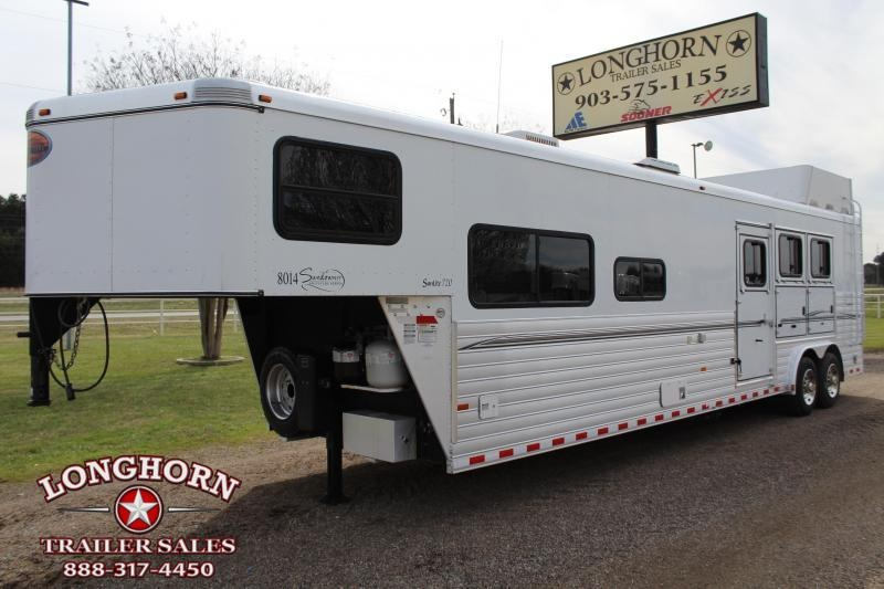 2009 Sundowner Trailers 3 Horse 14ft Living Quarter Signature Series Horse Trailer