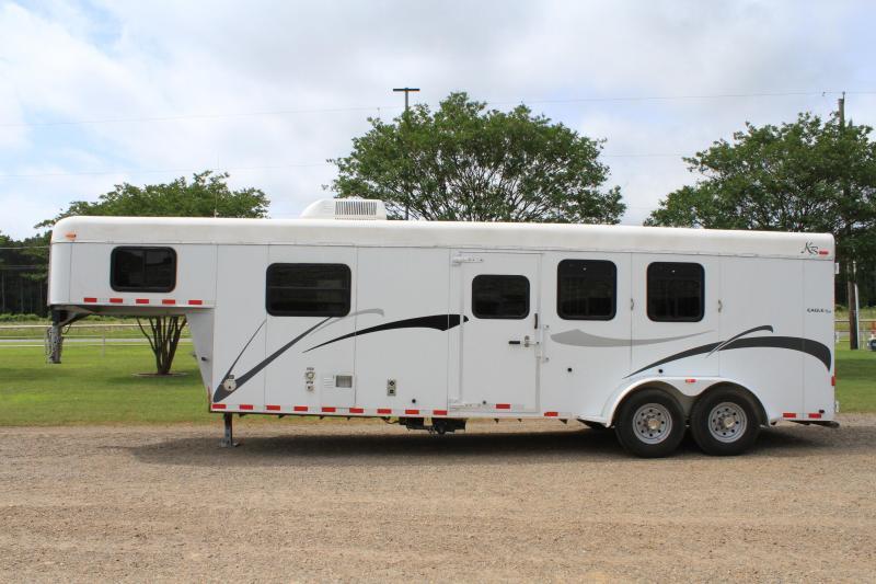 2006 Kiefer Built 3 Horse with 8ft Living Quarter