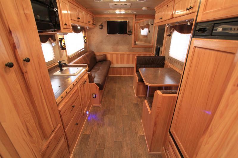 2011 Platinum Coach 5 Horse 15 Lq w/ Generator Horse Trailer