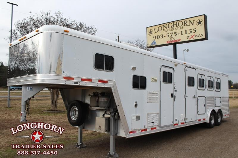 2000 Featherlite 4 Horse 9ft Living Quarter with Mangers Horse Trailer