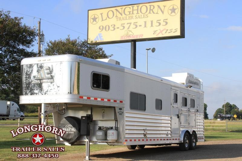 2015 Elite 3 Horse 12.8ft Living Quarter with Generator