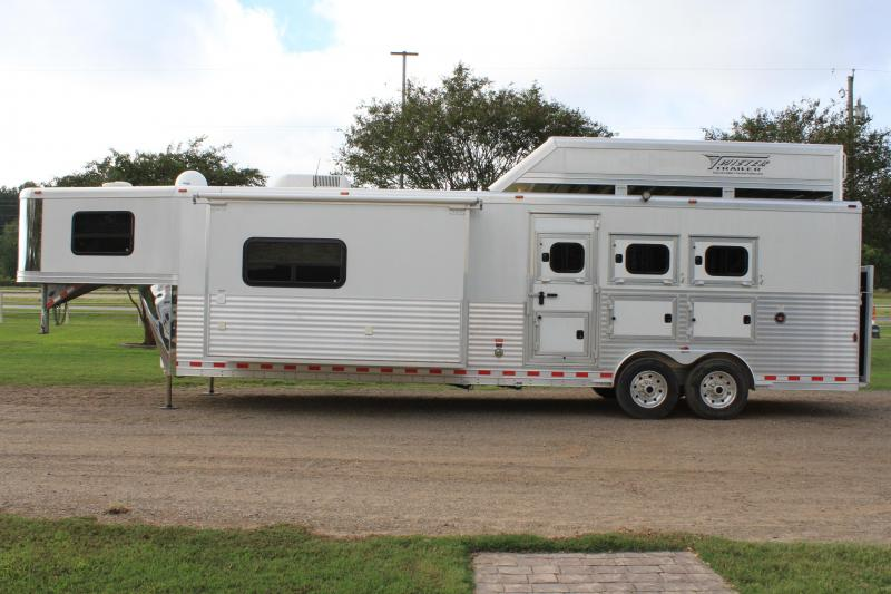 2012 Twister 3 Horse 15ft Living Quarter with Big Slide Out