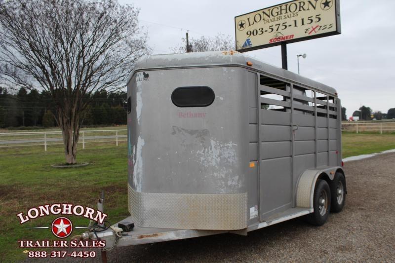 2011 CM 2 Horse Bumper Pull wiht Front Tack Room Horse Trailer