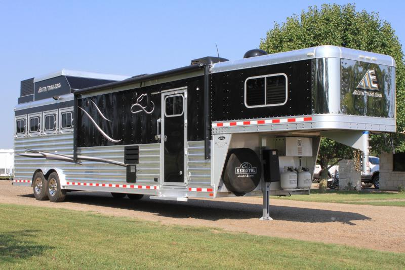 2015 Elite 4 Horse 13.8ft Shortwall with Generator
