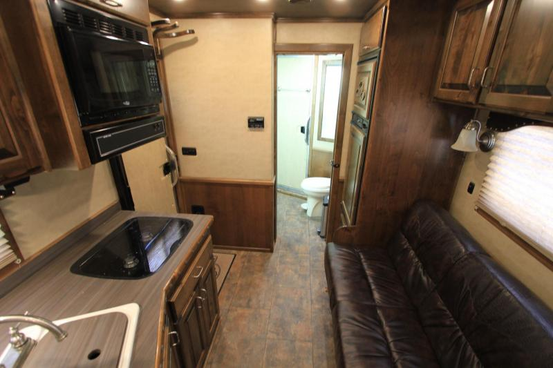 2016 Elite  3 Horse 10.8ft Shortwall with Generator