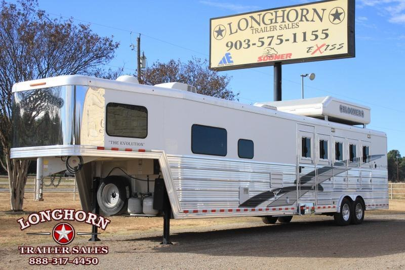 2014 Bloomer 5 Horse 15' Lq w/ Pod and Gen Horse Trailer