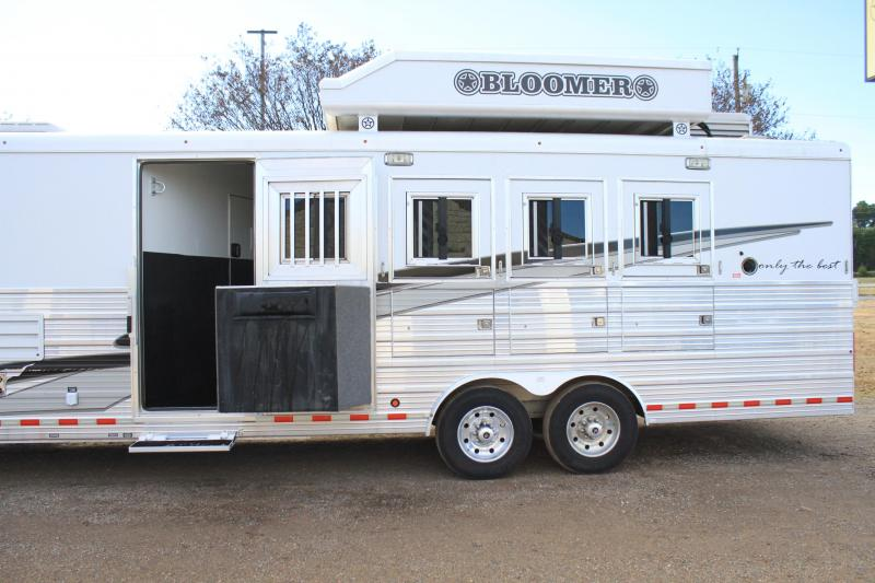 2014 Bloomer 5 Horse 15ft LQ with Haypod and Generator