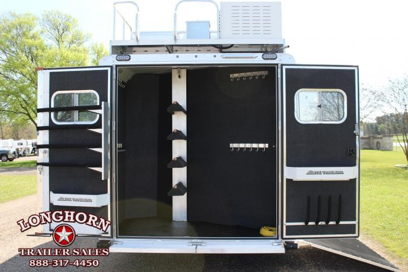 2019 Elite 4 Horse 15ft LQ Side Load Slide Out Resistol