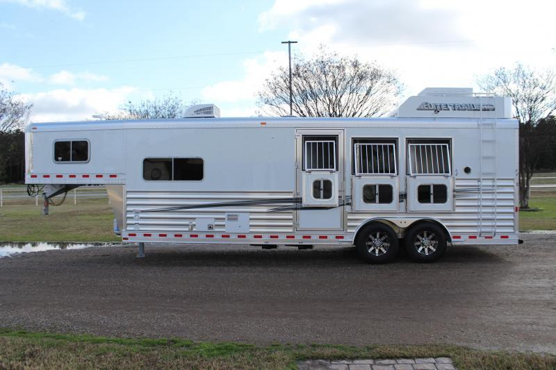 2020 Elite 3 Horse 10.8'' Shortwall with Generator