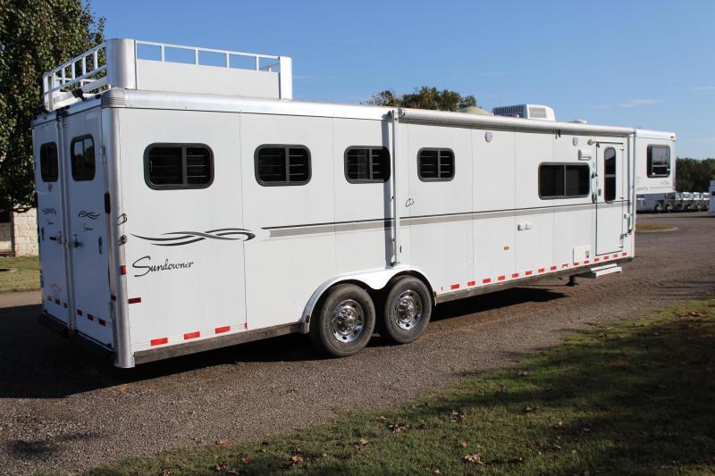 2005 Sundowner 4 Horse 10 Living Quarter with Mangers