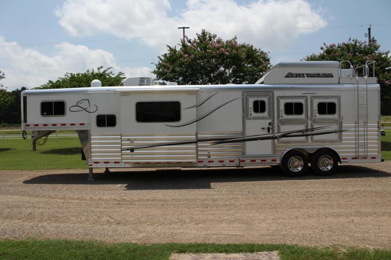 2020 Elite Trailers 3 Horse 14ft Living Quarter by Trail Boss Horse Trailer