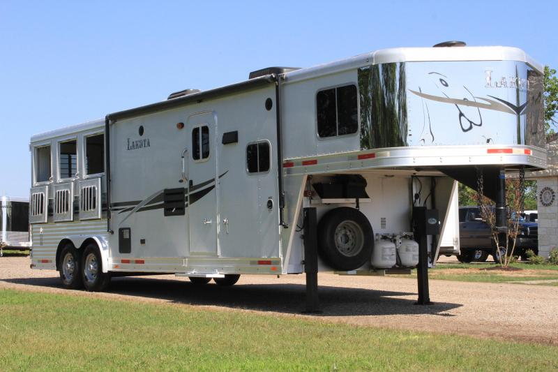 2014 Lakota 3 Horse with 11ft LQ and Slide