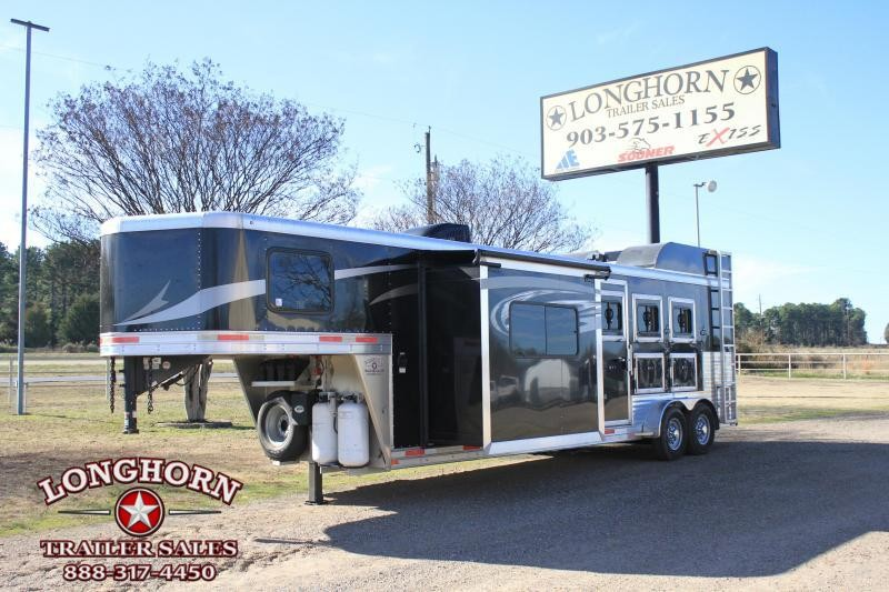 2017 Lakota 3 Horse 11 Ft Lq w/ Slide out & Generator