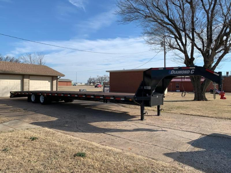 2019 Diamond C 40' Dovetail Flatbed Trailer w/ Max Ramps