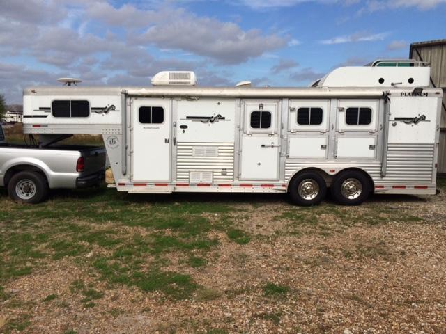 2006 Platinum Coach 3 Horse Slant Trailer w/ LQ