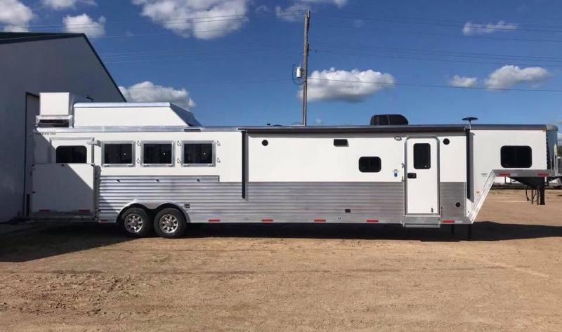 2019 Merhow 4 Horse Living Quarters