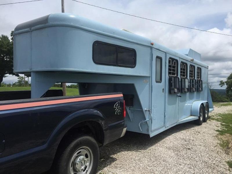 2000 TP Towlite 4H Steel Horse Trailer - Freshly Painted in Blue