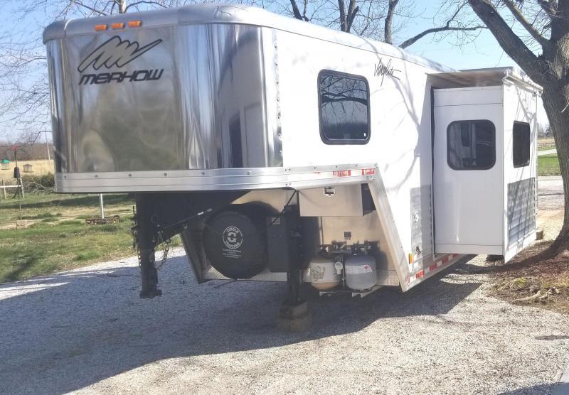 2012 Merhow Verylite 3 Horse Gooseneck Trailer w/Living Quarters