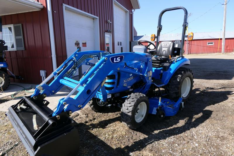 2020 LS Tractors XJ2025H Sm-c w/ Loader and Mower