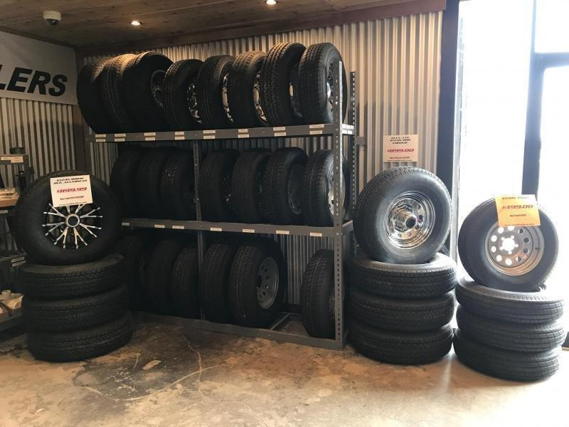 2019 Diamond C Trailers 83 x 20 CHS235 Car / Racing Trailer