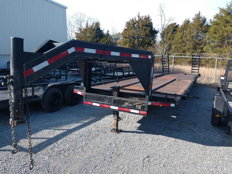 2005 Other Used102x30 Gooseneck Flatbed Trailer
